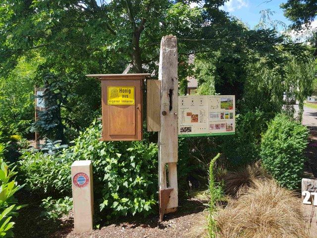 Bienenschaukasten am Haus